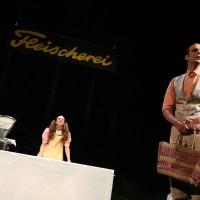 Szene aus Kevin Rittbergers Stück Puppen an der Verleihung des prix eco.ch 2016